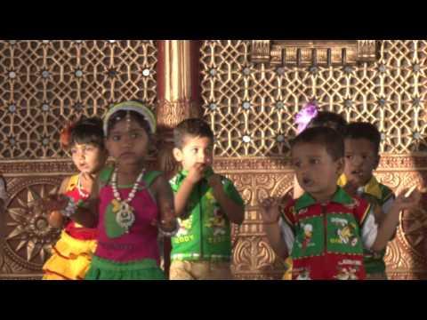 Khaucha Zaad Mazya Anganat Lav - HD English Medium School Gathering 2015-16