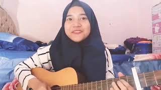 Cewek cantik berhijab jago main gitar nyanyi lagu can't take my eyes off you