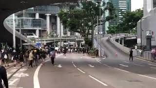 港人周日继续抗议