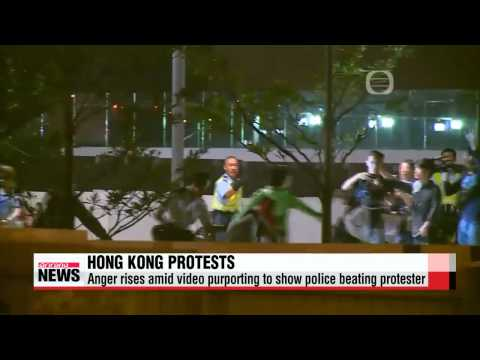 Anger rises in Hong Kong amid video purporting to show police brutality   홍콩경찰,
