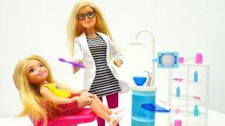 Chelsea va a dentista. Barbie muñecas. Vídeos para niñas.