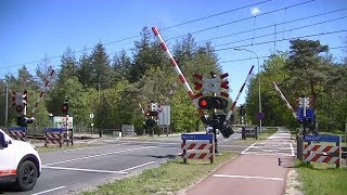 Spoorwegovergang Nunspeet // Dutch railroad crossing