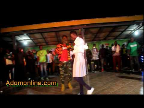 Fans mob Lil Win at Winneba  Aboakyir Festival