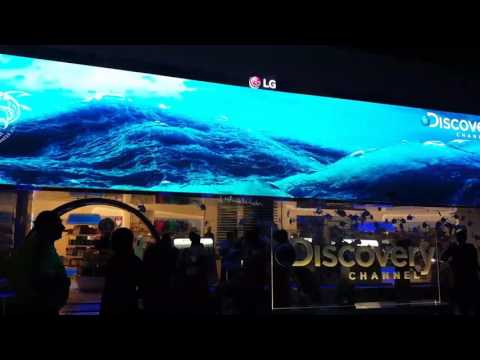 Huge LG screen in Dubai Mall