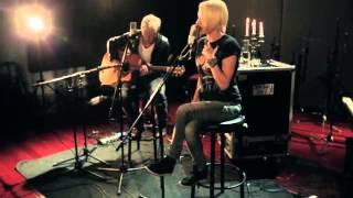 Скачать Emma Hewitt Circles Miss You Paradise Live Acoutic Versions