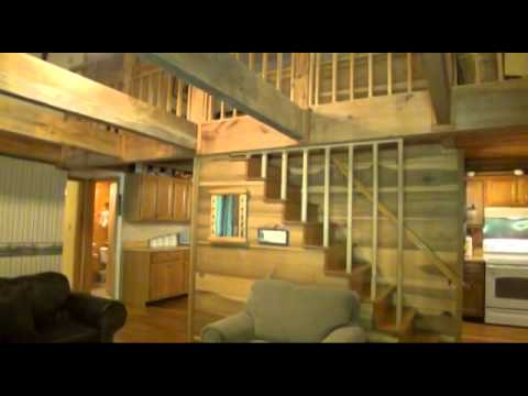 River House is a 2 Bedroom Cabin right on the Little Pigeon River