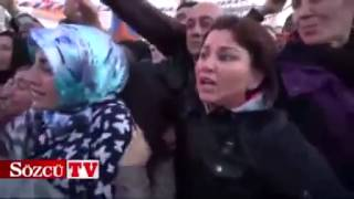 Arkadan Dürtüyorlar - Başbakan Erdoğan Hediye Dağıtırken Kadınlara şok Taciz