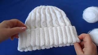 Белая шапка с косами волна. Вязание спицами