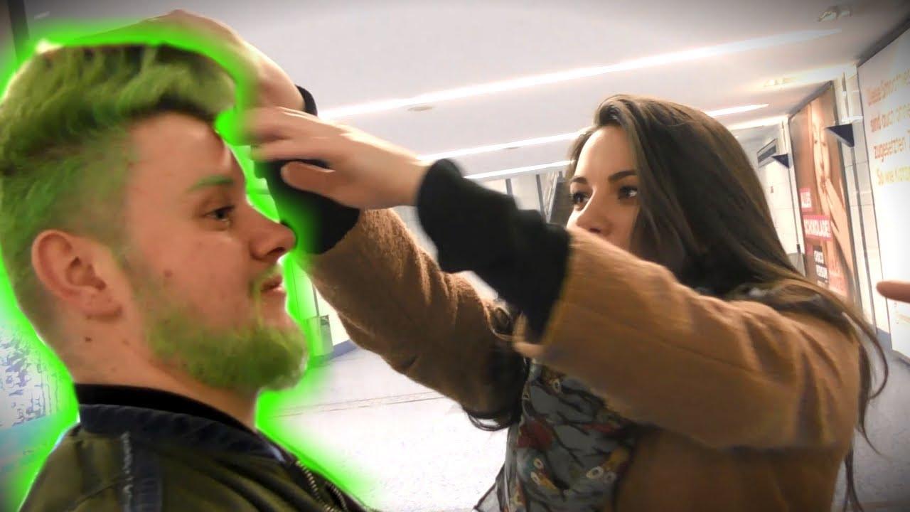 Wie findest du meine grünen Haare? (Straßenumfrage)