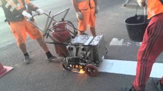 Нанесение дорожной разметки пластиком в Калуге(Нанесение дорожной разметки, для пешеходного перехода, жидким пластиком, разогретым до высокой температур..., 2015-06-11T06:04:33.000Z)