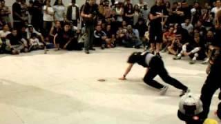B-girl Battle, Stellz (Miami) vs Shie Chan (Japan)