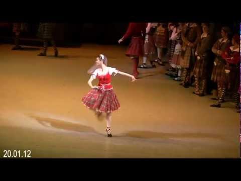 Nadezhda Batoeva as Effie in
