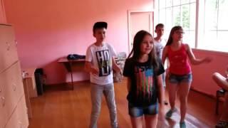 Репетиция танцевального номера. Лагерь