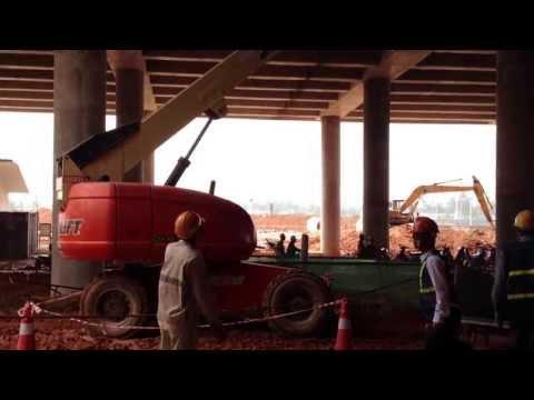 New Hanoi Airport Construction - Hire JLG600S Boom lift - 新建河內內排機場採用 JLG600S 高空作業車