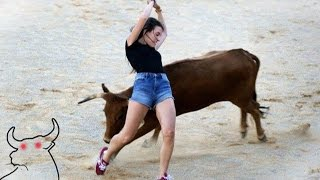ممتاز !! مصارعة الثيران شجاع جدا، و لست خائفا من الموت . فتاة شجاعة ضد بولز