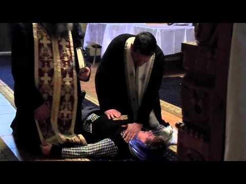 Exorcizare la biserica jandarmilor din Bacau - YouTube