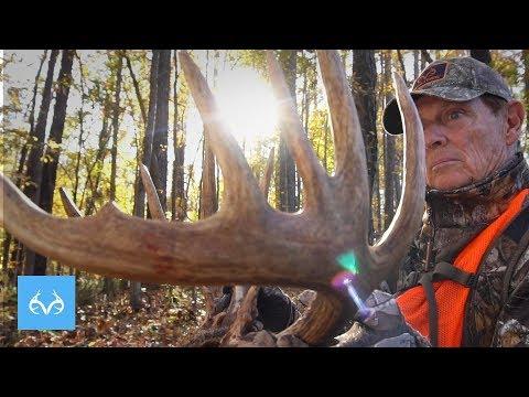 GIANT Buck At 20 Yards | Bill Jordan Hunts Georgia | Monster Bucks Mondays Presented By Midway USA