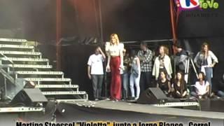 Violetta - Martina Stoessel canta junto a Jorge Blanco la canción CORRE
