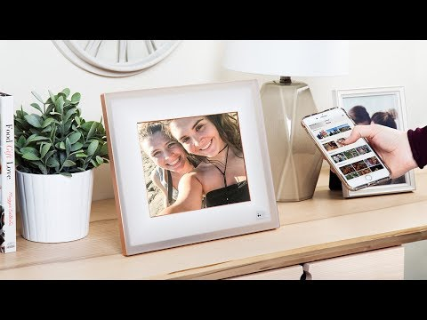 Does your picture frame pick its own photos?