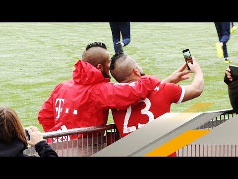 Vidal-Doppelgänger crasht Bayern-Training | SPORT1