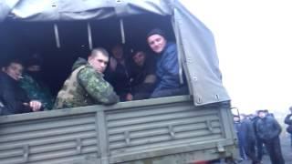 Часть 23   В городе Ровеньки, Луганской обл  было задержано 3 Камаза с военными и оружием  13 04 201(13.04.2014 При въезде в город Ровеньки, Луганской области была задержана колона из 3-х военный камазов, Местными..., 2014-04-13T20:43:49.000Z)