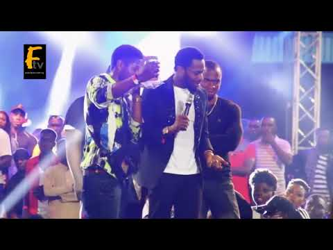 D'banj is a man of  Honour  see what he did to his fans .makes crowd scrim