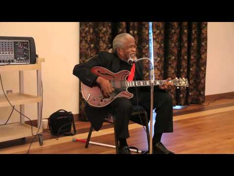 Legendary South Carolina Musician Drink Small singing the blues Columbia SC November 2014