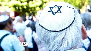 Baixar German Jews are Moving to Israel Due to Rising Antisemitism
