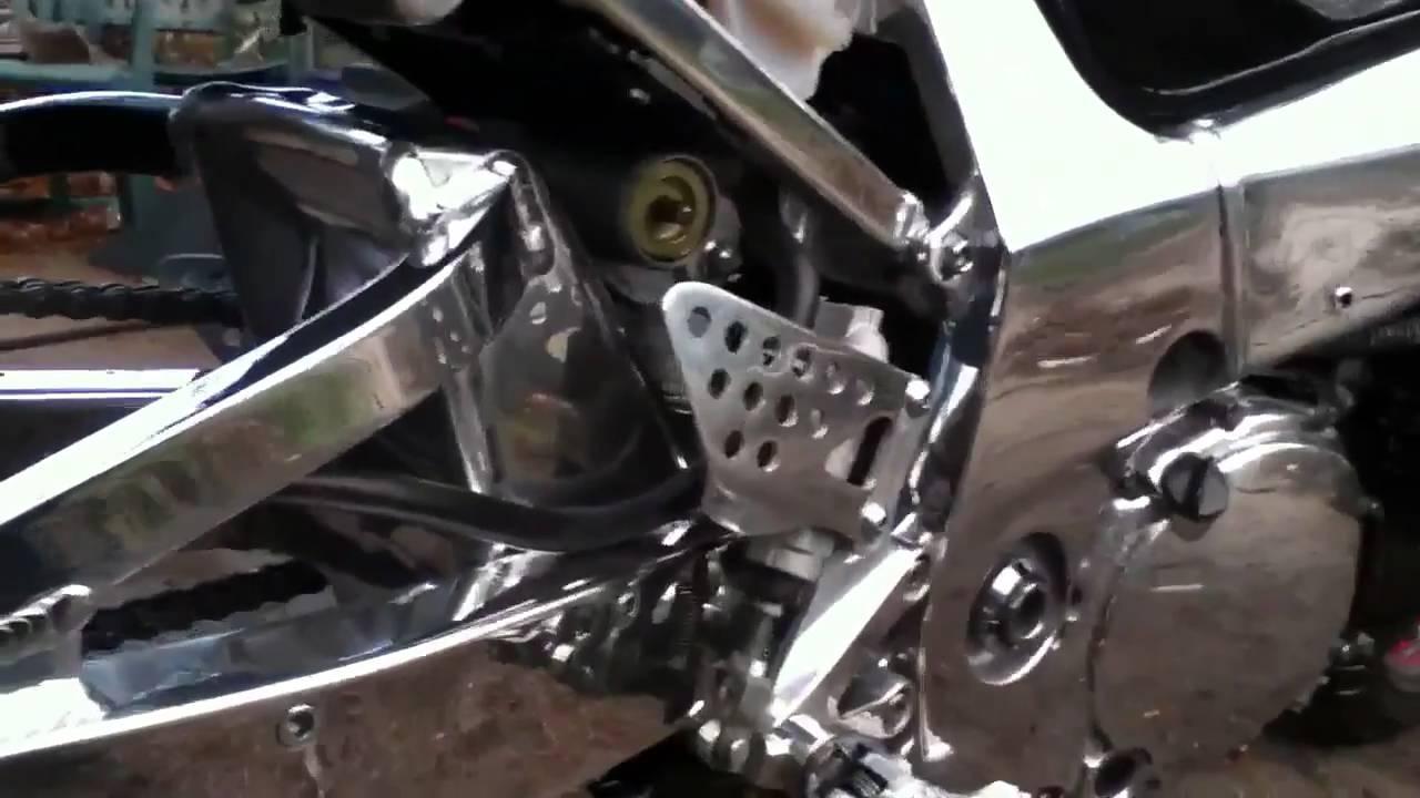 Gsxr 600 polish frame - YouTube