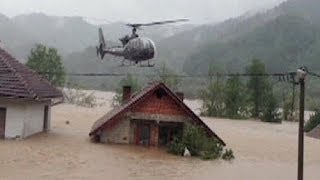 Dramatic helicopter rescue in flood-ravaged Bosnia - no comment