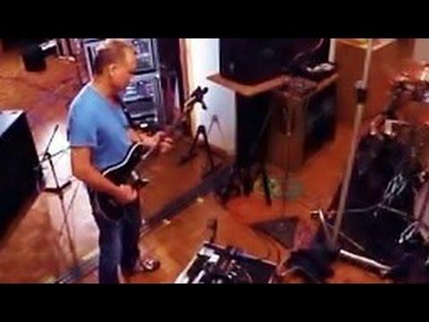 Eddie  Van Halen plays his new 5150 IIIs