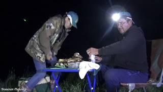 Рыбалка на сома Жарим шашлык СОВМЕСТИЛИ ПРИЯТНОЕ С ПОЛЕЗНЫМ