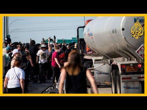 شاهد.. شاحنة تخترق حشود محتجين في مينيابوليس قبل اعتقال سائقها الذي تعرض لضرب مُبرّح من غاضبين  - 10:59-2020 / 6 / 1