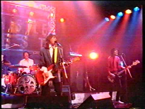 Katrina and the Waves - Que Te Quiero - Old Grey Whistle Test Travel Video