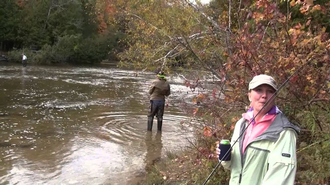 Famous women fisherman rhonda kurth lands nice salmon for Betsie river fishing report
