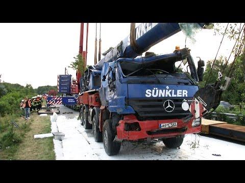 A210 Unfall Kran Vollsperrung LTM 1350-6.1 Liebherr Mobile Crane accidente de grúa