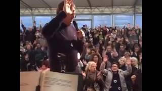 Preghiera di liberazione, Ironi Spuldaro, Italia