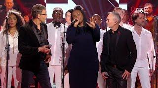 """Yseult, Julien Courbet et Michael Jones chantent """"Un, Deux, Trois"""""""