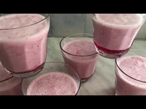 Milkshake a la glace de noix de coco et des fraises frais