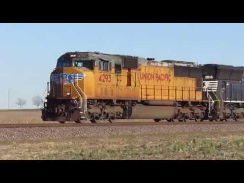 UP SD70M #4293 leads NS 375 in Germantown Township, Illinois
