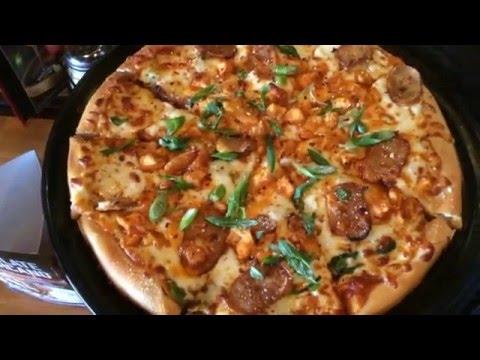 VlogMare: Making Pizza At Boston Pizza