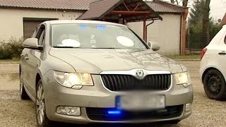Policjanci wyjechali na interwencję; ukradli im radiowóz (TVP Info, 30.03.2014)