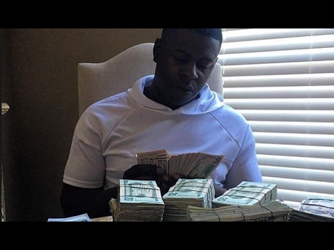 Blac Youngsta Throws Money At Ceiling Fan In His Mom's House