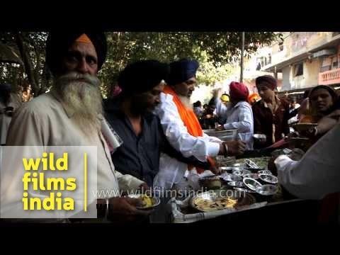 Sikh Devotees Distribute Free Meals On Account Of Gurpurab - Delhi