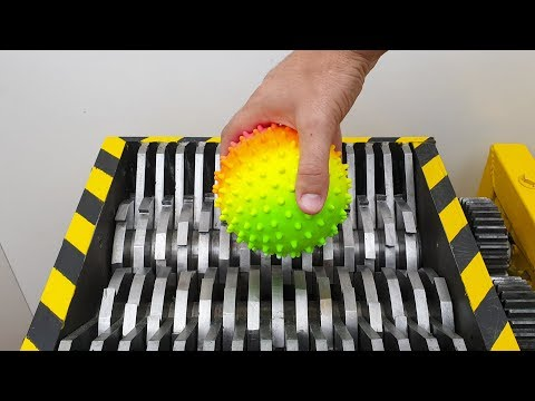 Triturando Objetos de Goma! - El Show de la Trituradora