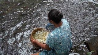 Uniknya Mencuci Taoge di Sungai Gua Ngerong - Tuban