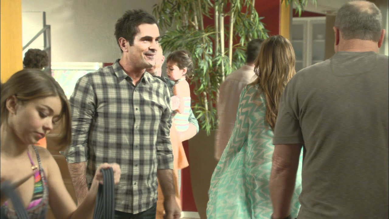 Modern Family Christmas Episodes.Modern Family Express Christmas Episode 30 Second Promo