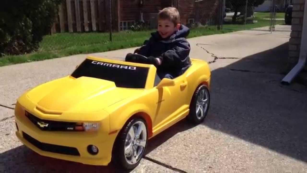 Power wheels Camaro drag race by a 5 year old boy. - YouTube