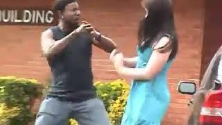 زنجي يهايط على بنت    شوفوا مين يفزع لها؟   YouTube