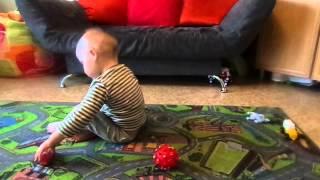 видео Ребенок-аутист и игрушки. Игровая деятельность ребенка-аутиста